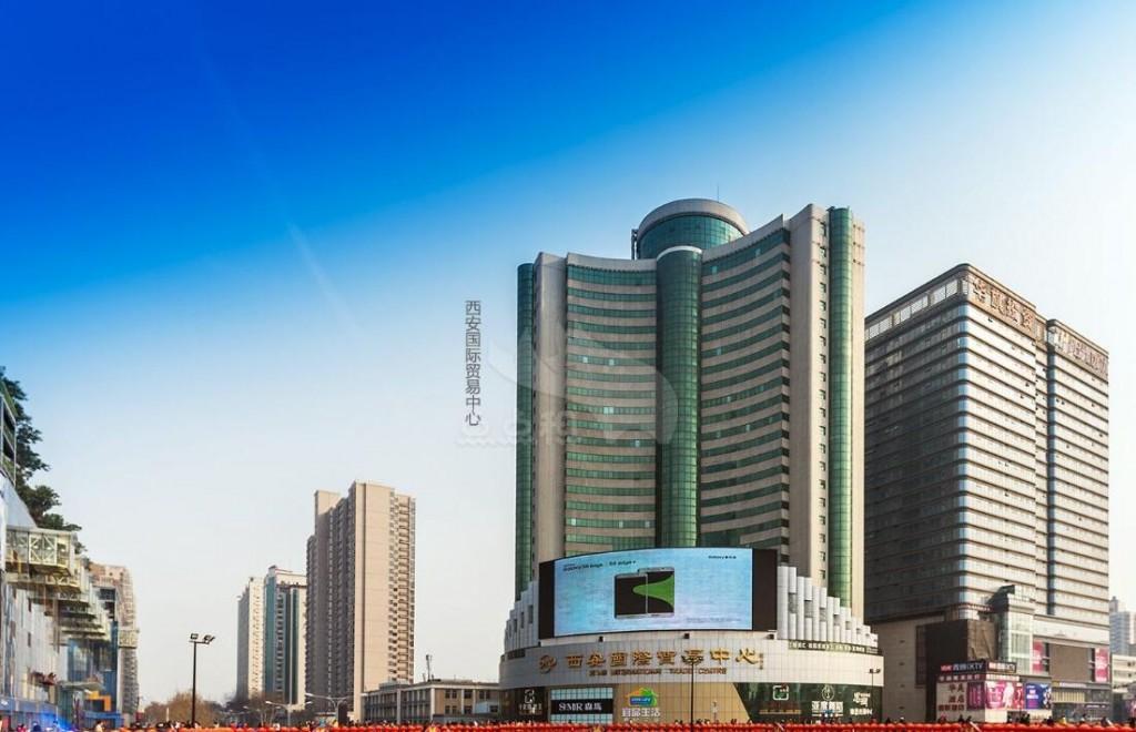路交会处,北与陕西国际展览中心、陕西工业展览馆、图书馆、西北体